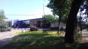 Ortona-Villa Caldari -appartamento e piccolo lotto di terreno con due magazzini