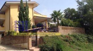 Ortona in località Riccio vendesi elegante villa
