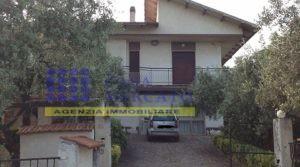 Ortona vendesi casa singola con terreno