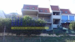 ORTONA vendesi grazioso appartamento con garage nella località Riccio