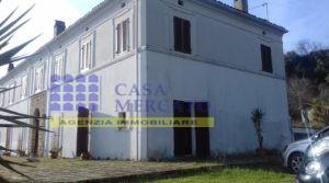 Ortona vendesi caratteristica villa bifamiliare con terreno