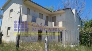 Ortona- località Riccio- bifamigliare con corte