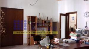 Ortona centro affittasi-vendesi caratteristico appartamento ad uso ufficio