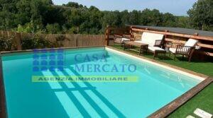 ORTONA vendesi prestigioso appartamento in villa con piscina