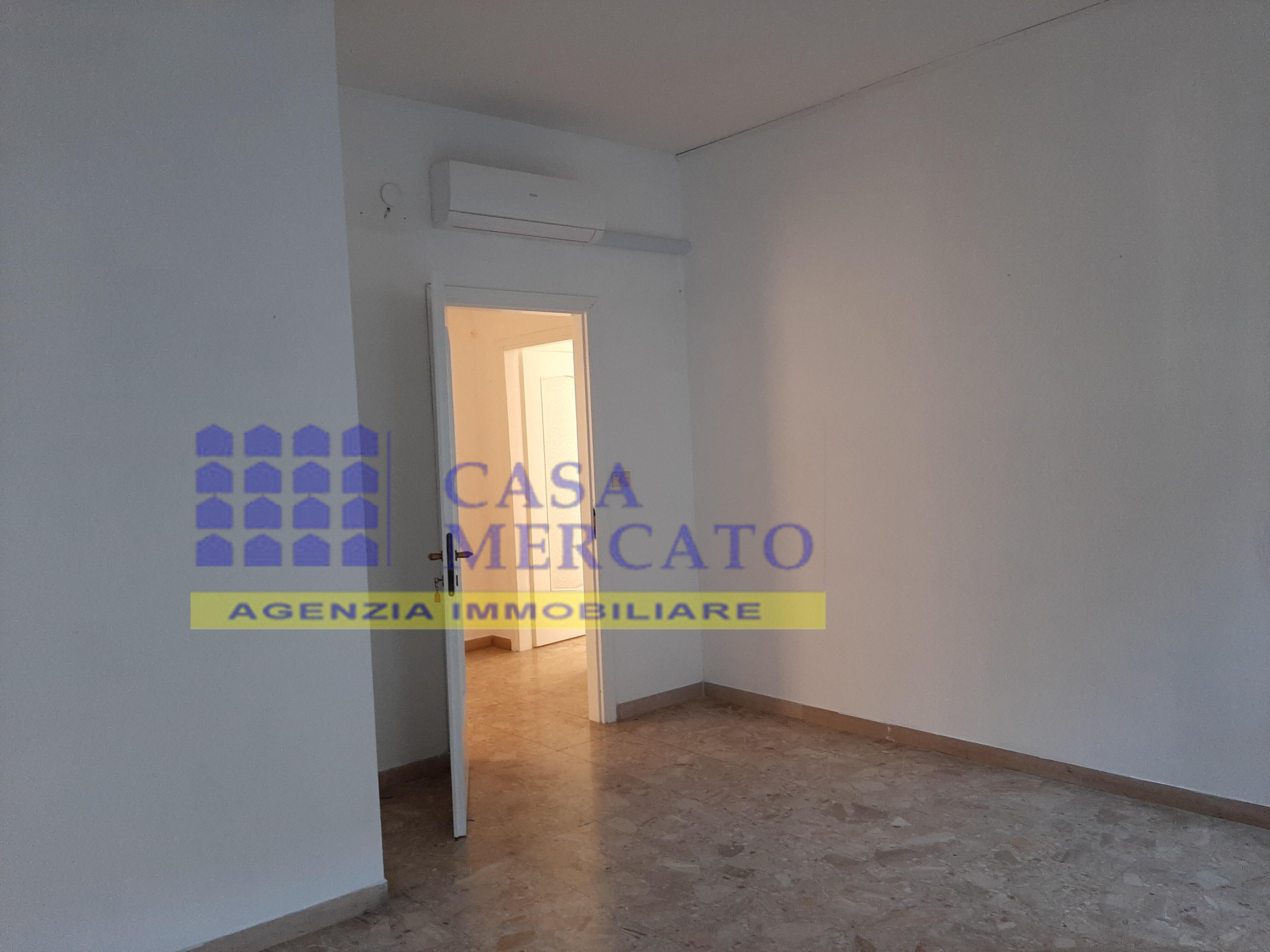 AFFITTASI PESCARA CENTRO - USO UFFICIO - Casamercato
