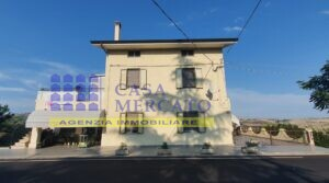 Sant'eusanio casa singola 300 mq con negozio